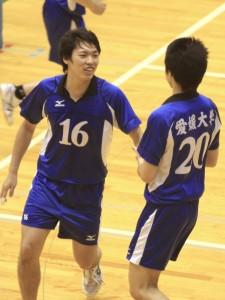 コート内唯一の4年、愛媛大学の向翔太選手(#16)