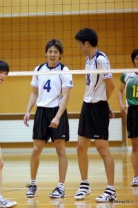 北海学園大学・倉内監督(写真右)、中田コーチとは北海道クラブでともにプレイしている