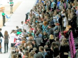 ワルシャワ会場でのファン対応
