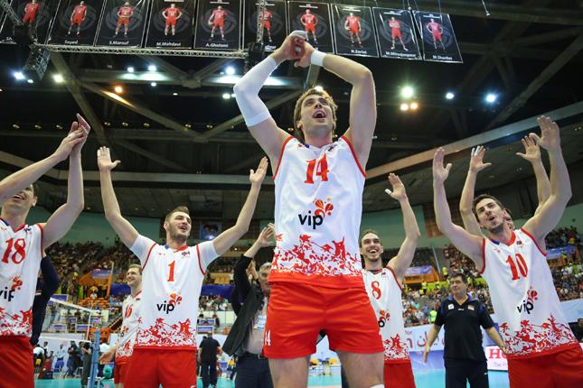 故障でプレーできなくても観客を盛り上げチームを応援していたアタナシエビッチ