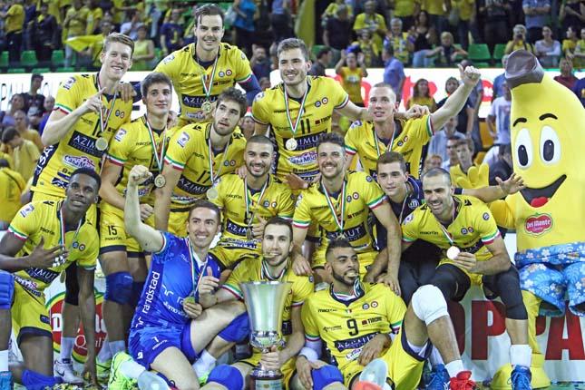 シーズン開幕前のスーパーコッパで優勝したモデナ