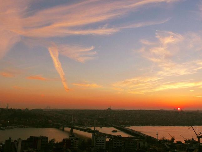 ガラタ塔から眺める街並みと夕日に心を掴まれる